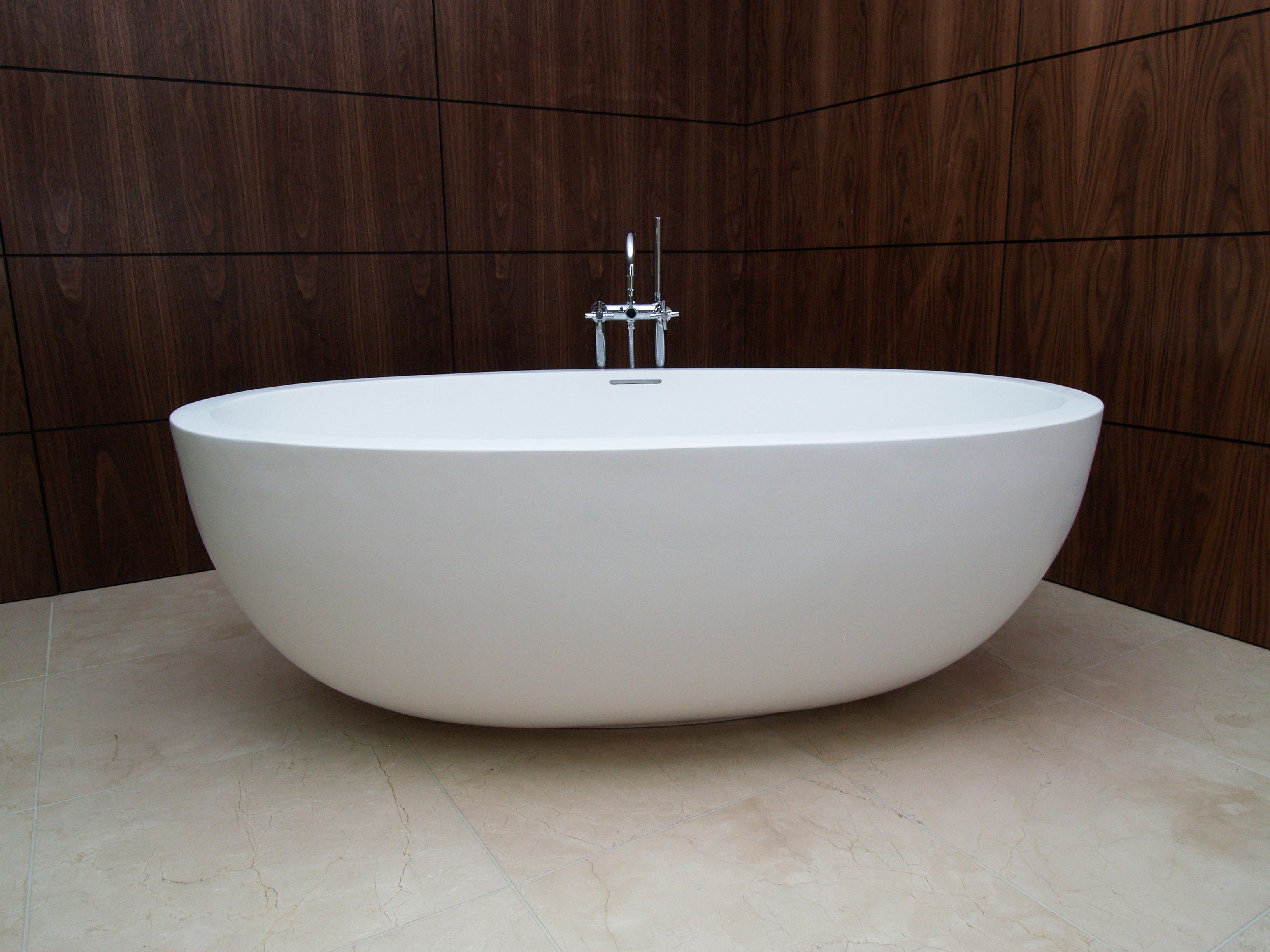 T & L Oceanus Bathtub, on Designer Pages