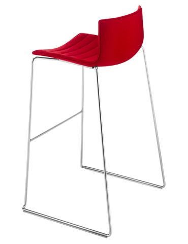 Catifa 46 - Bar stool with sled base