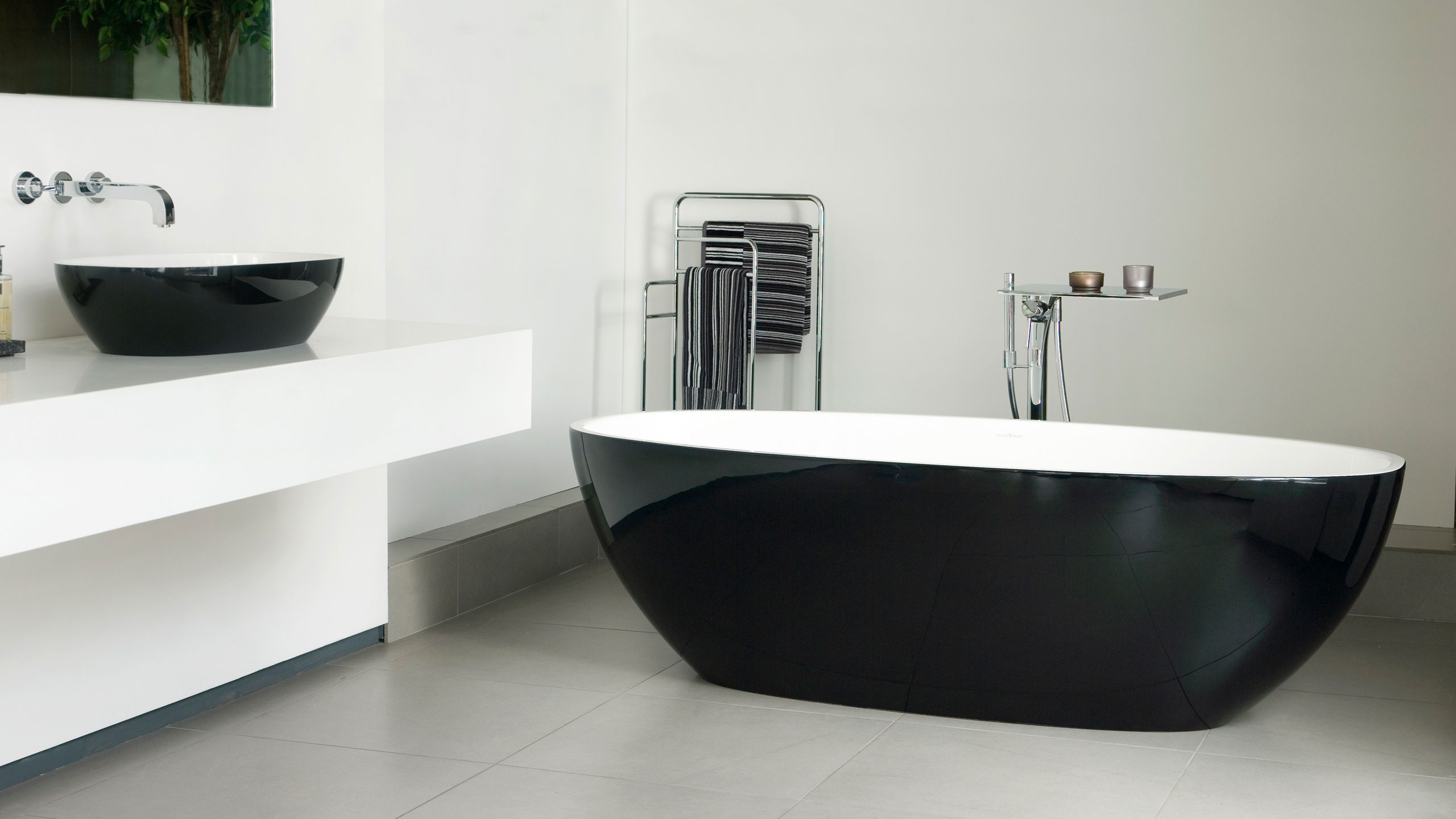 https://designerpages.s3.amazonaws.com/assets/61000851/Barcelona_Gallery_3black_EU.jpg